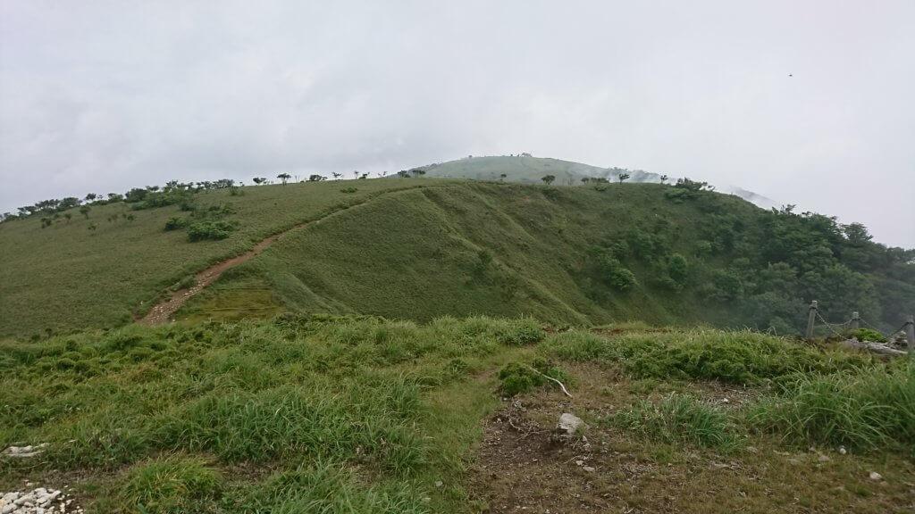 蓬莱山を臨む
