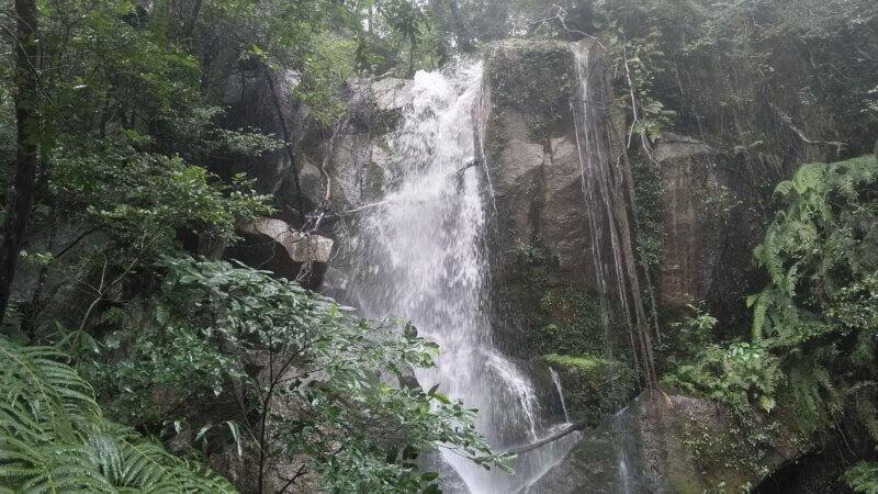 茄子石の滝